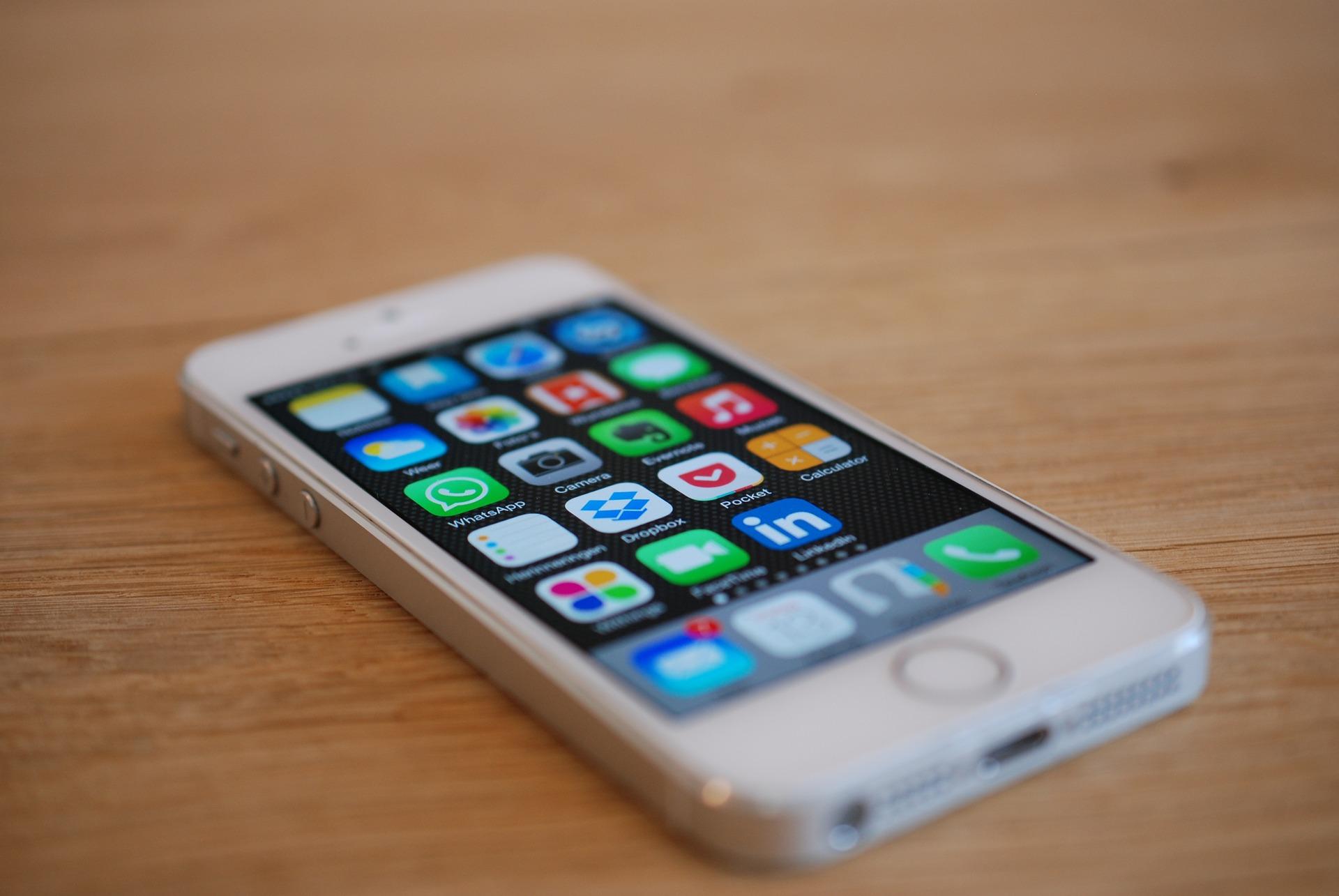 ¿Sigue mereciendo la pena comprar un iPhone SE?
